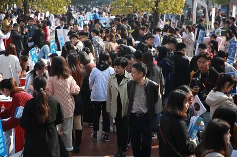 我校成功举办湖南省长沙地区高职类2019届毕业生供需见面会