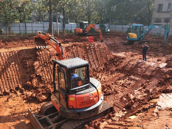 挖机刷坡训练
