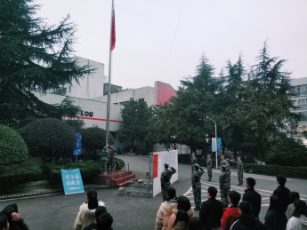 校团委举行2019年新学期升旗仪式