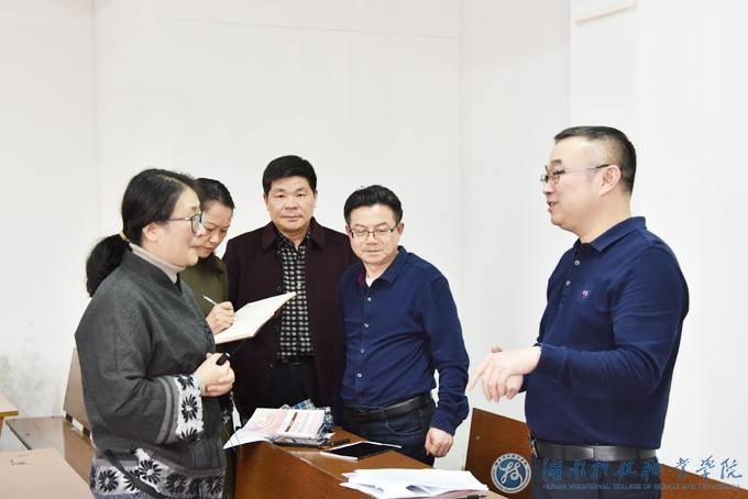 党委副书记唐文参加思政公开课听课评课活动