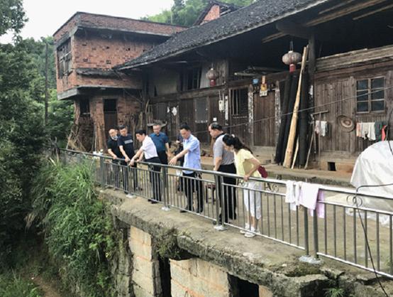 学校领导带队赴溆浦县横路村开展主题党日活动