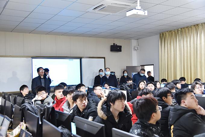 学校领导开展2021年春季开学第一课巡查