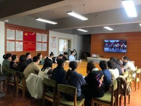 湖南科技职业学院组织教职员工及学生 观看教育扶贫纪录片《百年